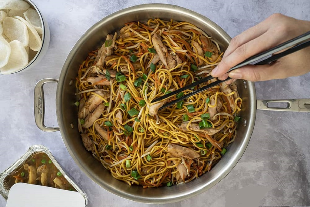 chicken chow mein like the takeaway